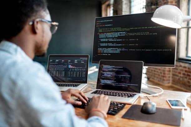 diseñador desarrollando software colombia amd